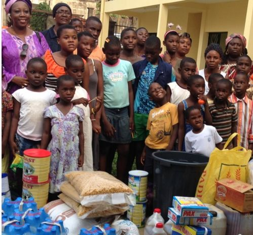 Visites et dons aux orphelinats
